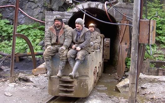 mineri-pe-vagonet